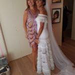 Νυφικό  Denise Eleftheriou φόρεσε η κόρη του Βασίλη Καρρά, Ειρήνη. Ρέμος – Μακρόπουλος  τραγούδησαν στο γαμήλιο πάρτυ.